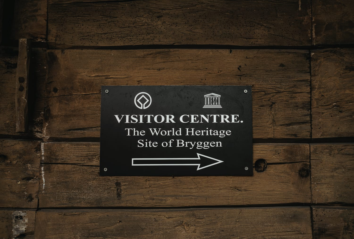 sign pointing to the visitor centre in Bergen, Norway