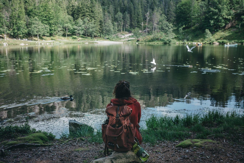 Girl looking at the lake Skomakerdiket on Mount Fløyen