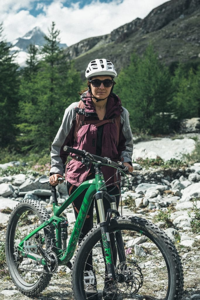 woman with her mountainbike
