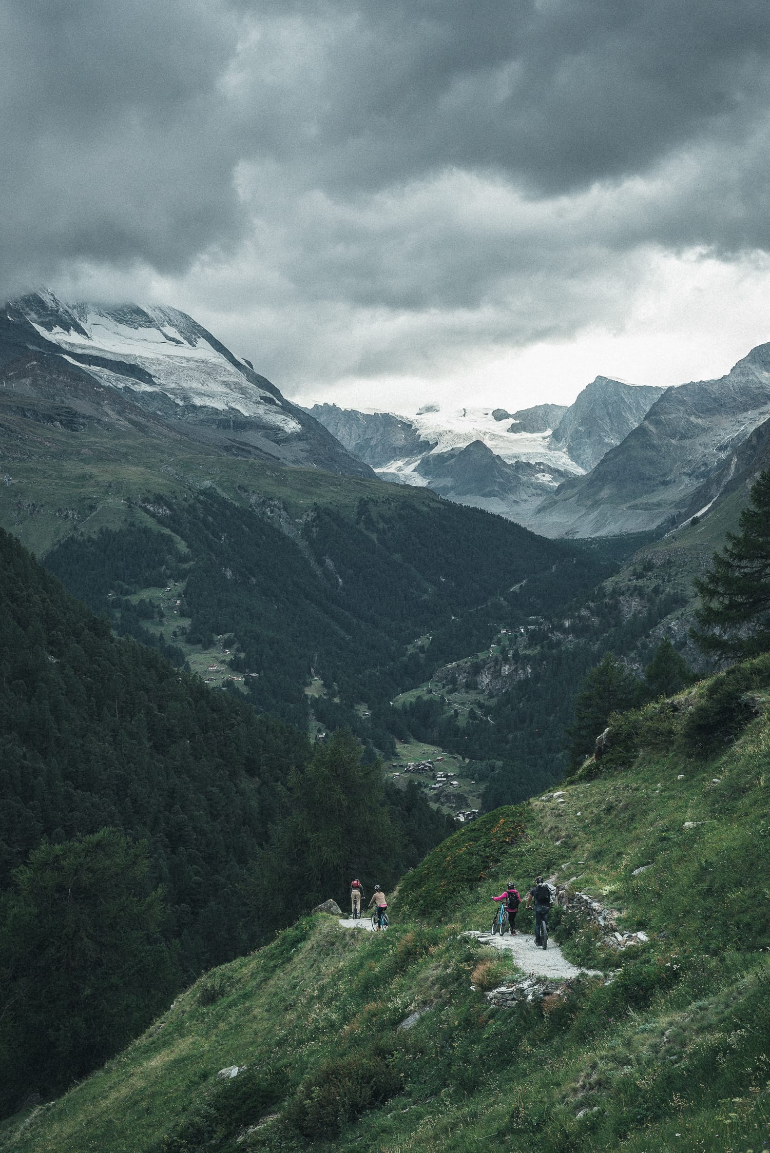 People riding mountain bikes in the Swiss mountains