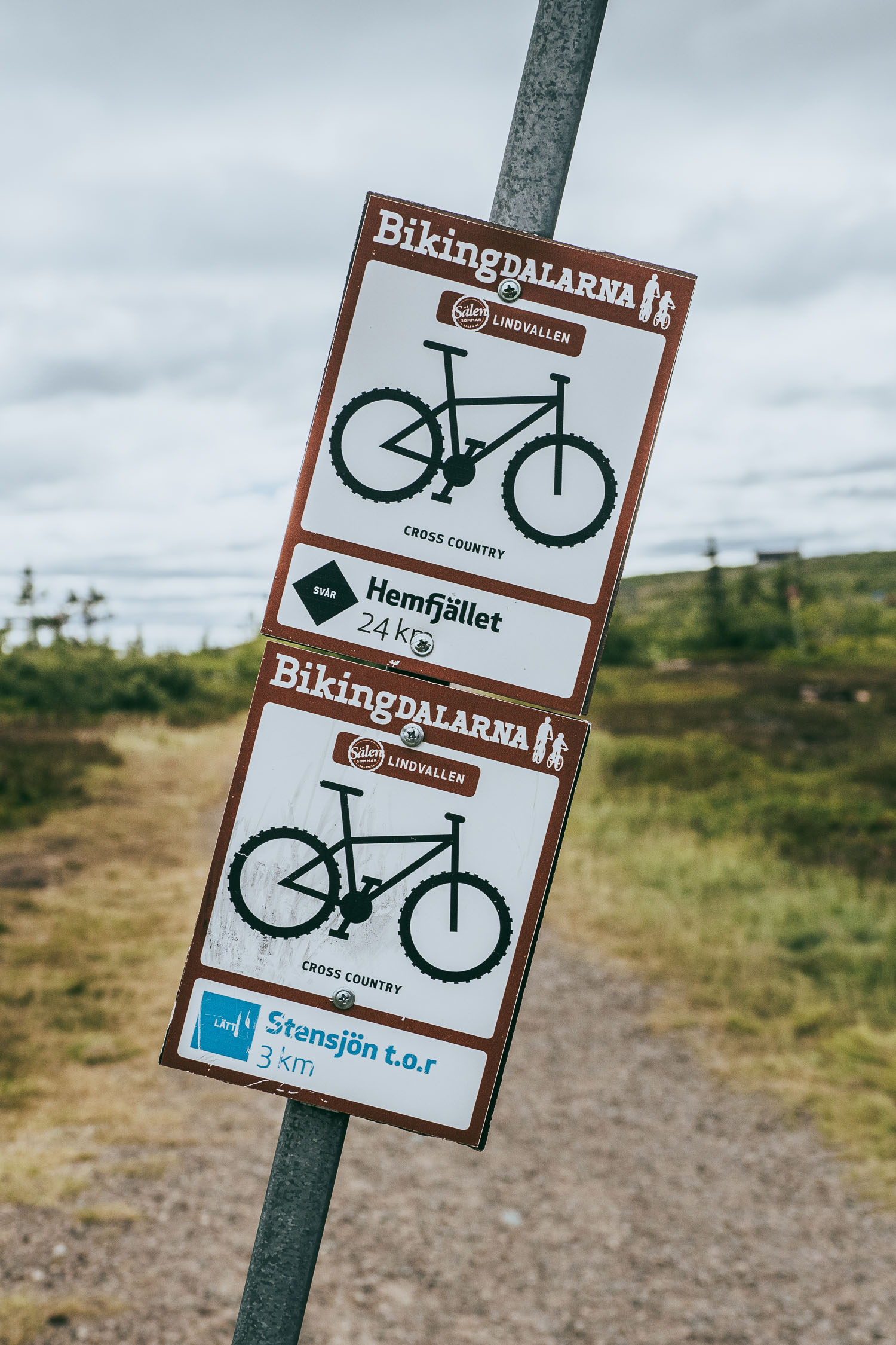hiking and biking signs in Sälen