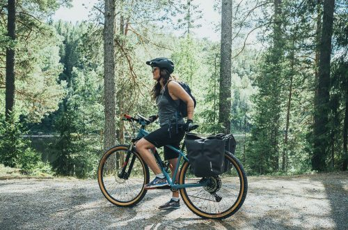 Woman on a mountainbike in the forest