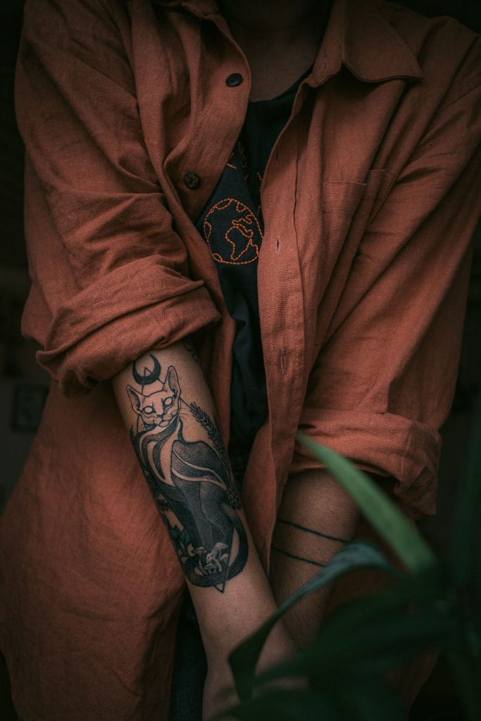 linen shirt and cat tattoo