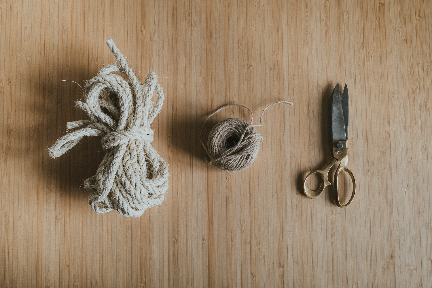 rope, jute twine and scissors