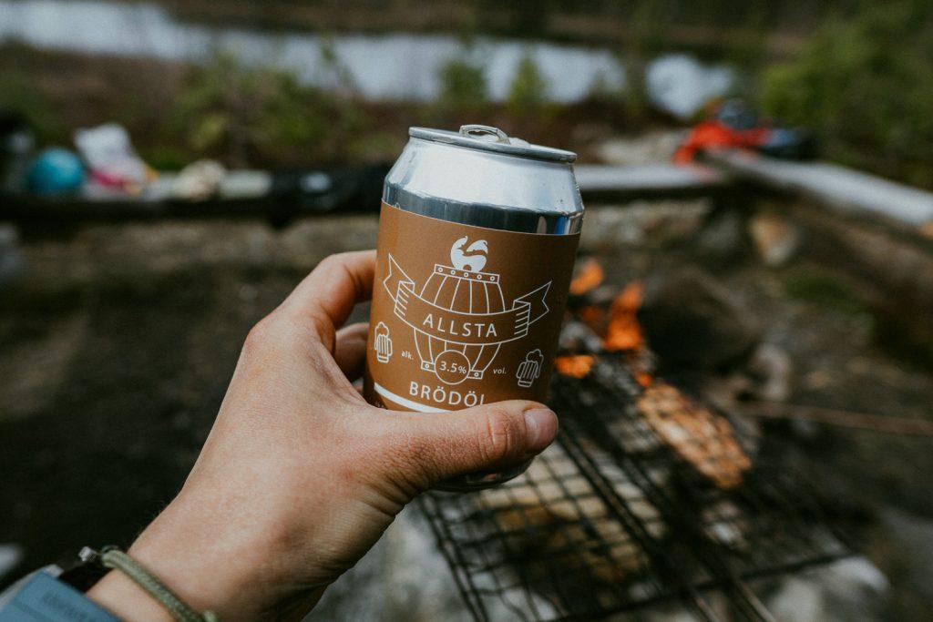 Allsta brödöl by a fire